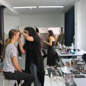 maquillage avant le defile